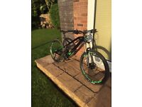 Mondraker Foxy Alloy mountain bike 2015, size Large with rockshox reverb s/post