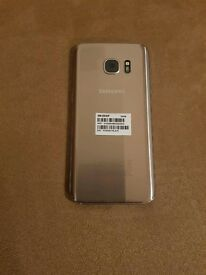 Samsung s7 in gold mint condition
