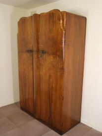 LOVELY LARGE VINTAGE ART DECO STYLE GOLDEN WALNUT DOUBLE WARDROBE FREE DELIVERY IN THE GLASGOW AREA