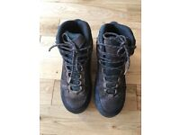 MENS GORTEX BRASHER TYANA GTX UK SIZE 8