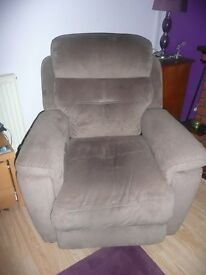 BROWN ORTHAPEDIC ELECTRIC REMOTE CONTROL ARMCHAIR