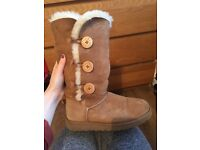 Bailey Button Ugg Boots - size 6