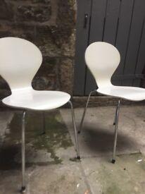 Pair of white chairs - Danish design + made in Denmark