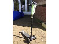 Maxi Micro Scooter black with bottle holder accessory