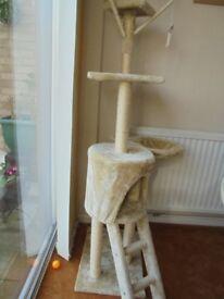 CAT TOWER/CLIMBING FRAME/SCRATCHING POST