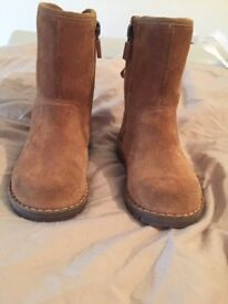 Girls ugg boots size 6 toddler