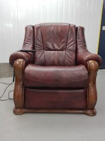 Electric recliner leather armchair chair one seater wooden frame excellent condition / free delivery