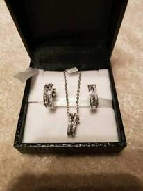Beautiful earring and necklace set
