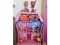 Lala Loopsy dolls and play house