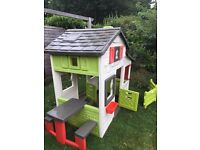 Smoby FRIENDS HOUSE PLAYHOUSE with the picnic table