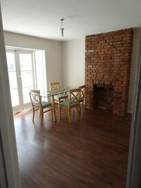 Lovely 2 bedroom maisonette on a quiet road in Greenford. £1350/month (excl bills).No DSS.No agents