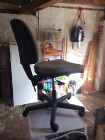 Office chair, in excellent conditions, price negotiable