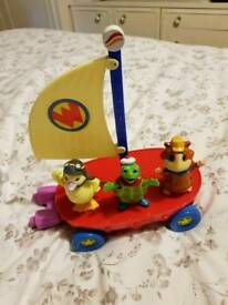 Wonderpeys Fly Boat and Characters