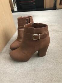Ladies boots/sandals