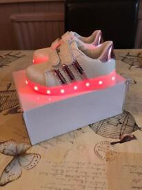 BRAND NEW GIRLS INFANT LIGHT UP SHOES