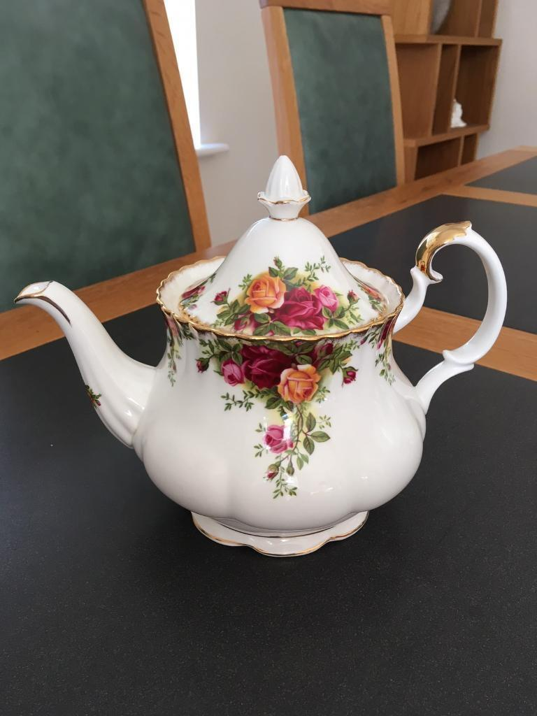 Country rose teapot excellent condition