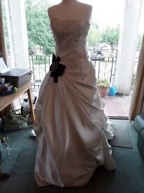 Size 12 Enzoani Wedding dress