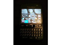O2 Black BlackBerry Bold 9720 Touch Screen Phone + Charger Like new