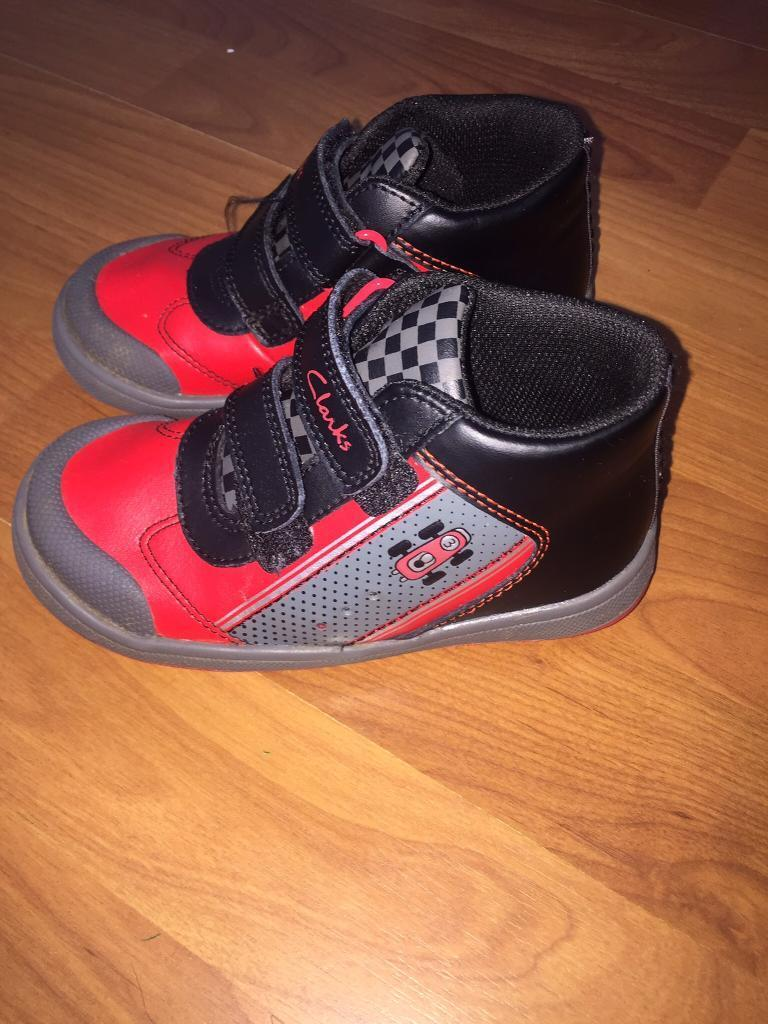 Boys Clarks Light Up Shoes Size 8.5 F Red & Black