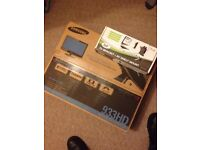 Samsung TV monitor for sale, with TV bracket, brand new