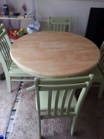 SHABBY CHIC ROUND FARMHOUSE TABLE & 4 CHAIRS.