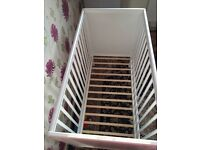 Baby cot with matress very new