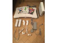 NINTENTO WII BUNDLE: HARDLY USED, EXCELLENT CONDITION