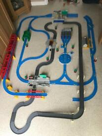 Thomas the Tank Ultimate Train Set and Engine/Carriage Bundle