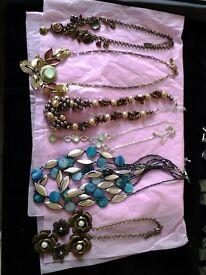 6 Costume jewellery necklaces