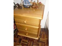 Pine drawer unit. Good storage and excellent condition.