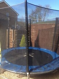 Amazing condition 8ft trampoline and encloser