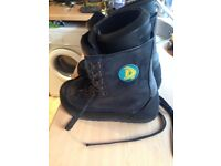 Snowboard boots for sale size 7 good to go good condition