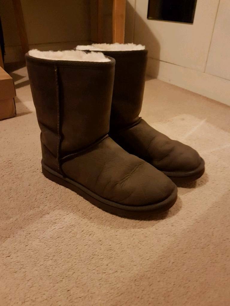 792ce039fe0 Classic Ugg boots size 6.5 leather | in Stenhouse, Edinburgh | Gumtree