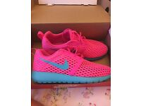 Nike Roshe size 5
