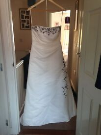 £35 Dzage size 16 fits a 14 wedding dress strapless good condition height 5ft 2 train on back