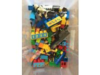 Box of Lego / duplo