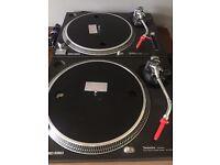 Technics sl1210 mk2 x2 with numark mixer