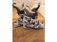 Salomon Womens White Ski Boots - Size 24