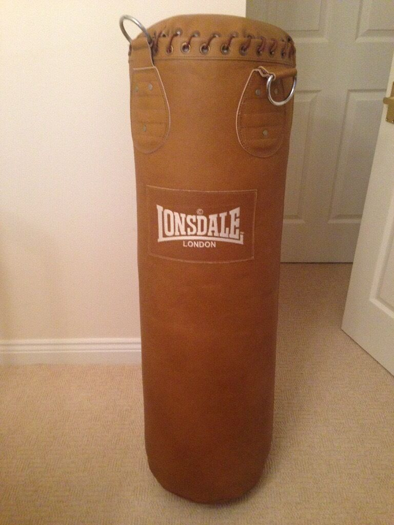 Lonsdale Punch Bag Inc Hanging Chain Amp Boxing Gloves