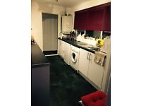 1 double room in 2 bedroom house
