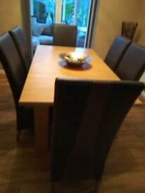 Dinning room tab,e 6 chairs and matching side board