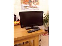 19 inch Linsar flatscreen TV for sale with remote