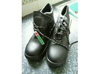 Safety boots- UNWORN/BRAND NEW size 8 UK, 42 EUROPE