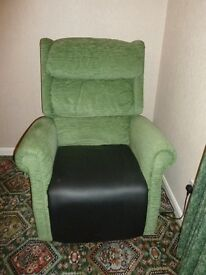 Riser/Recliner Royal Electrically Adjustable Chair