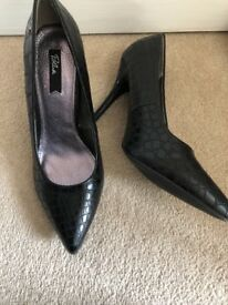 Women's black Blink shoes size 8 (41)