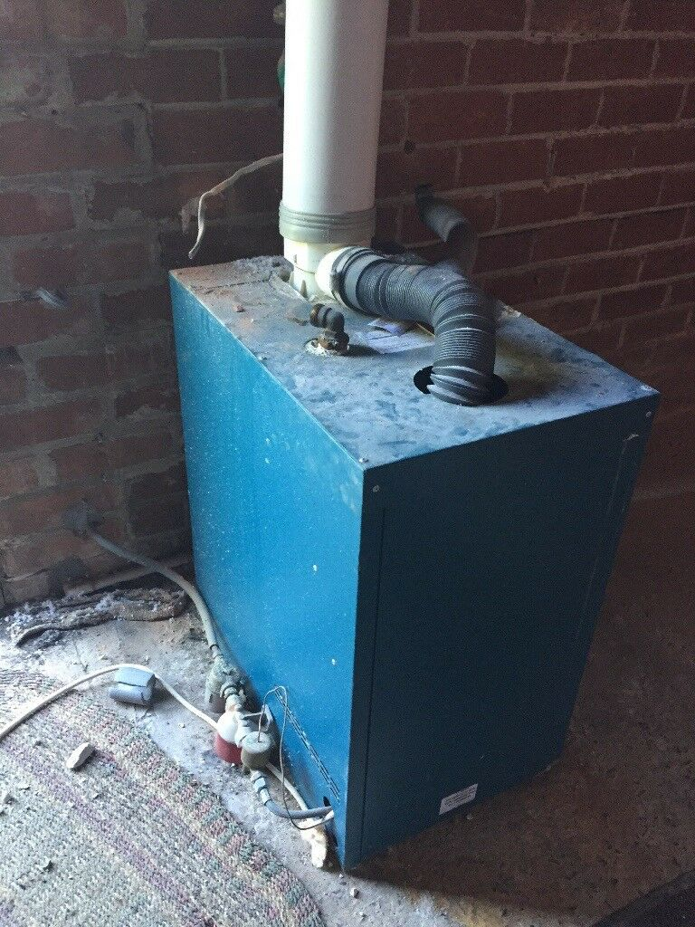 Warmflow Oil fired boiler, water pump, flue and wireless thermostat ...