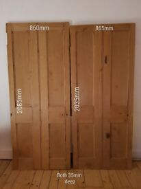 2x wooden doors. Stripped, sanded, waxed and in great condition.