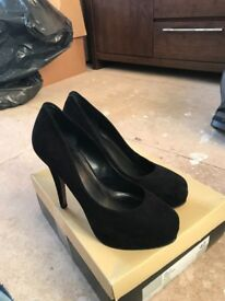 Carvela black suede courts. Size 40. NEW.