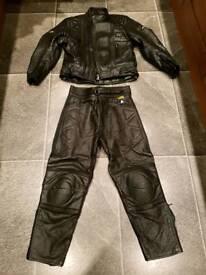 Akito moter bike leathers S/M