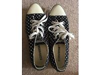 Converse trainer size 4